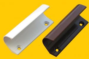 Ручка притвор балконная железная коричневая цена 60 руб.  за шт купить со скидкой